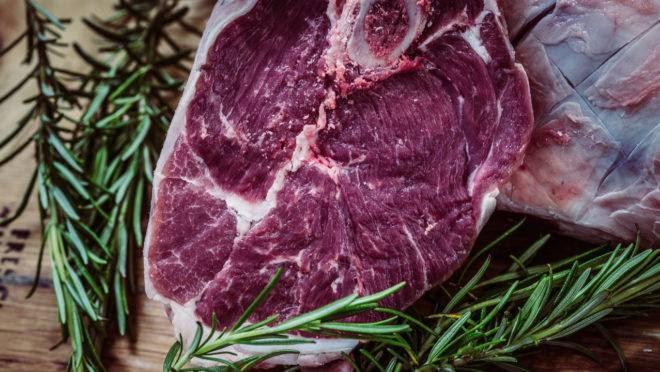 Prefeito impõe por decreto preço da carne com osso a R$ 12 e R$ 15 sem osso